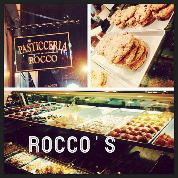 Foto tomada en Pasticceria Rocco por Alissa F. el 8/29/2013