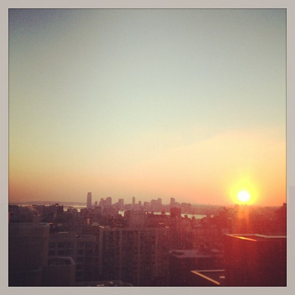 Снимок сделан в Sky Room пользователем Eelain S. 12/13/2012