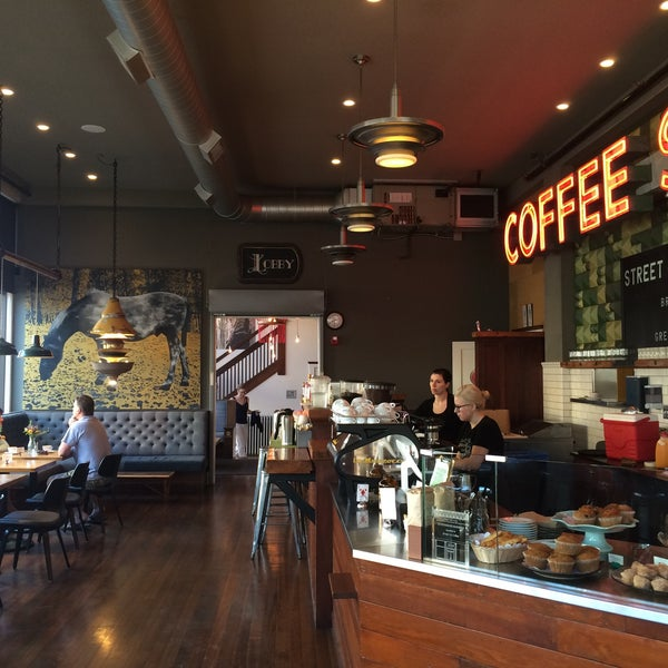 Foto diambil di Street 14 Cafe oleh Luis A. pada 9/11/2015