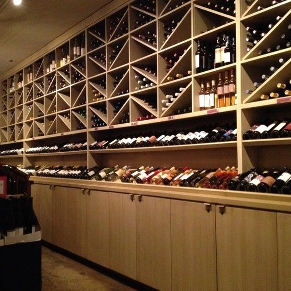 Foto scattata a Los Olivos Wine Merchant Cafe da Andrew H. il 2/17/2013