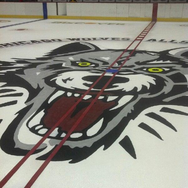 รูปภาพถ่ายที่ Allstate Arena โดย John H. เมื่อ 10/4/2012