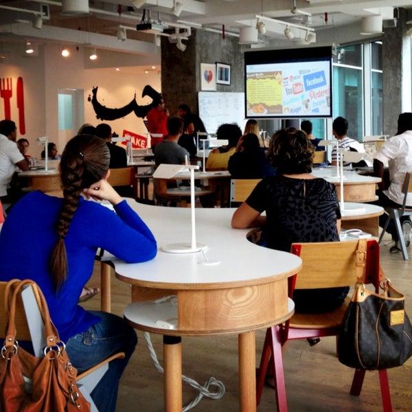รูปภาพถ่ายที่ MAKE Business Hub โดย Marwan S. เมื่อ 4/27/2013