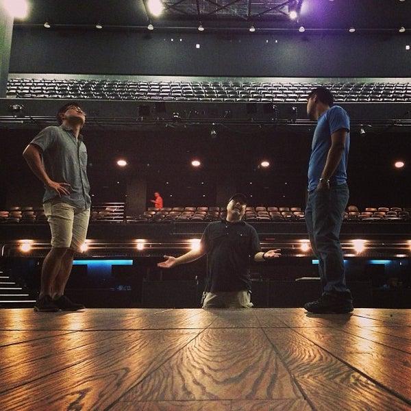 Das Foto wurde bei Austin City Limits Live von Richie A. am 4/8/2013 aufgenommen
