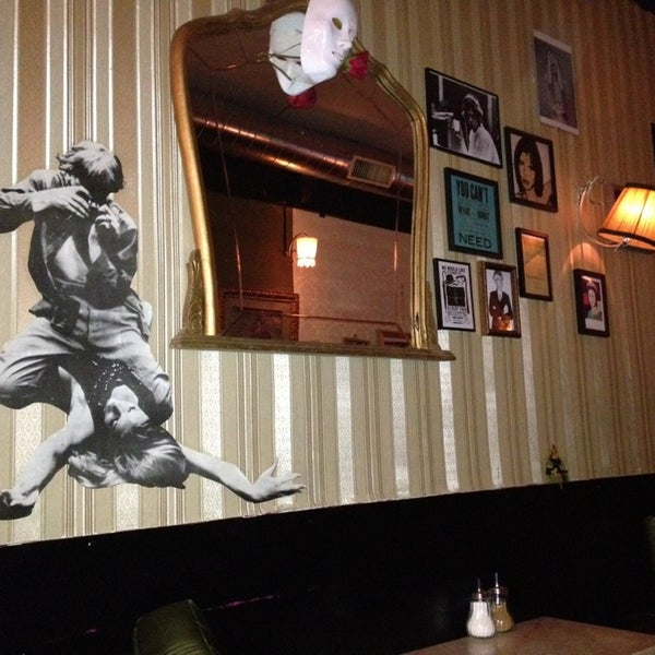 Foto diambil di Foxy Bar oleh Adrienne O. pada 6/11/2013