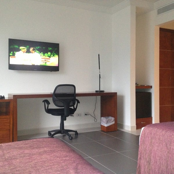 Photo prise au GHL Grand Hotel Villavicencio par Francisco R. le2/28/2013