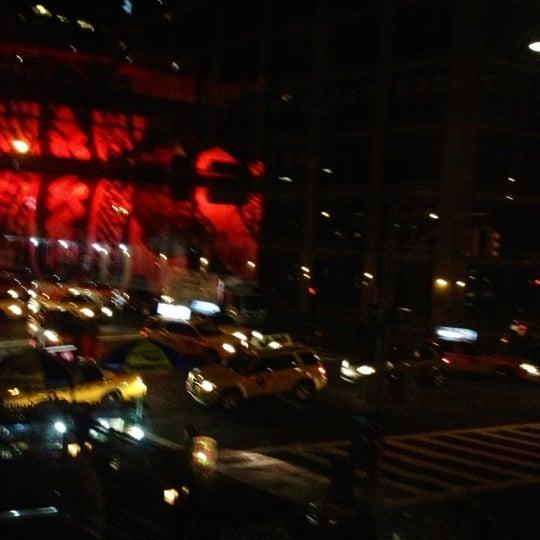 Foto tomada en TOY New York por Anita B. el 10/13/2012