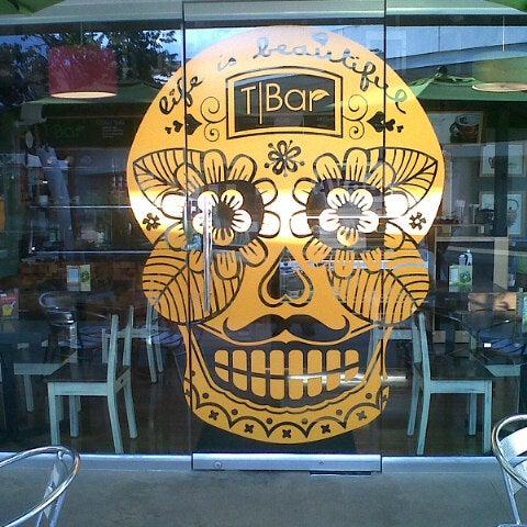 Снимок сделан в T|Bar пользователем Guillermo P. 10/17/2012