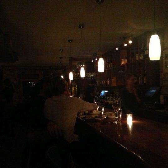 Foto scattata a Stonehome Wine Bar & Restaurant da Samantha L. il 11/19/2012