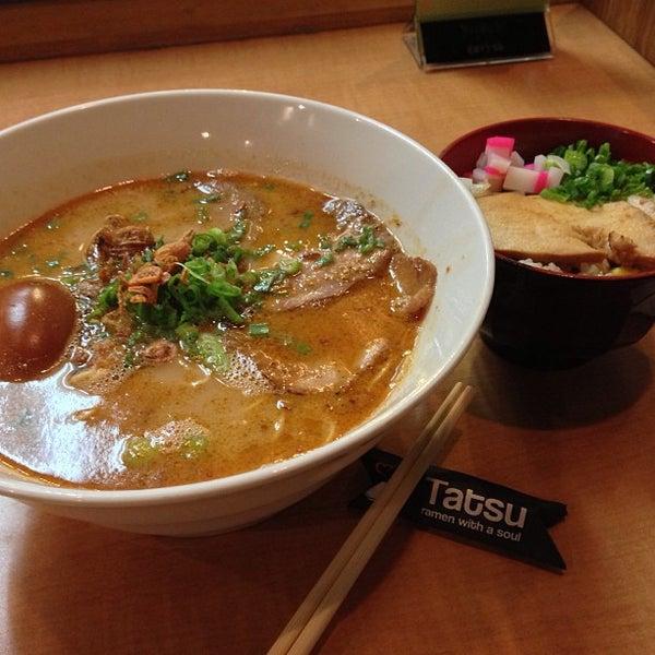 Foto tomada en Tatsu Ramen por N el 4/22/2013