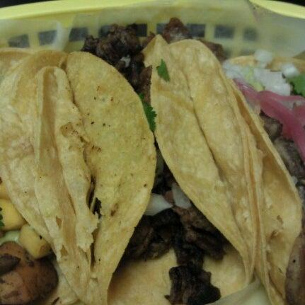 รูปภาพถ่ายที่ Casa Rasta โดย Shannon S. เมื่อ 11/4/2012