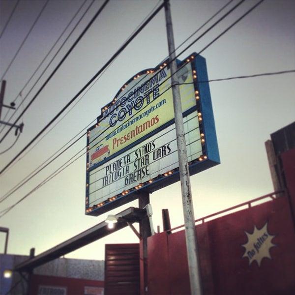 รูปภาพถ่ายที่ Autocinema Coyote โดย Namî เมื่อ 3/24/2013