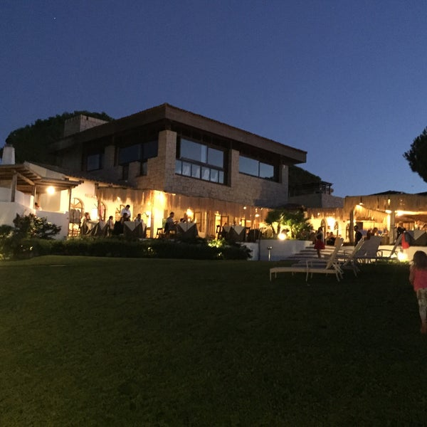 Nice restaurant with great pizza, scenic views and friendly staff. One of the best options for dinner in Baia Sardinia.