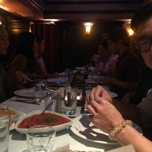 Photo prise au 2 Darbar Grill Fine Indian Cuisine par swan le7/20/2017