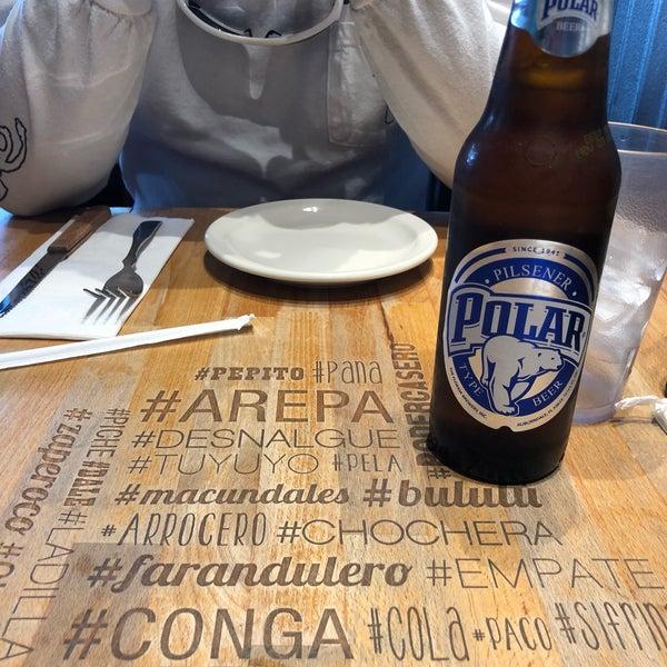 3/11/2018 tarihinde Rebeca P.ziyaretçi tarafından Doggi's Arepa Bar'de çekilen fotoğraf