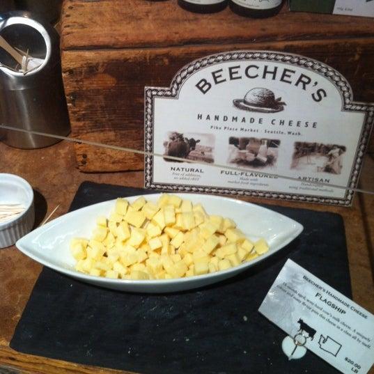 Foto tomada en Beecher's Handmade Cheese por Katie C. el 10/24/2012