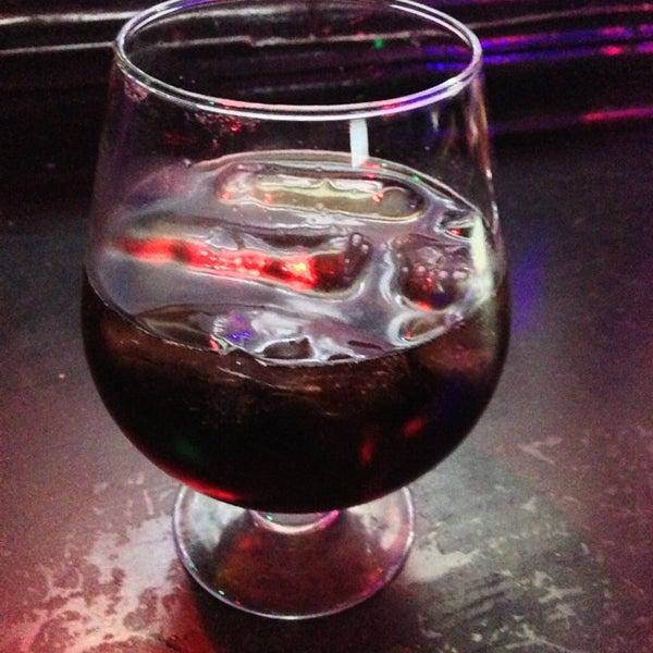 Foto diambil di College Bar oleh Fer M. pada 7/19/2013