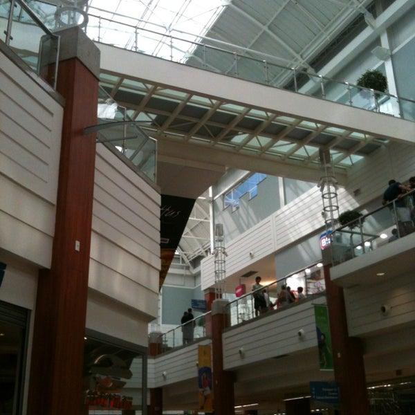 Foto tirada no(a) Floripa Shopping por Thiago R. em 1/8/2013