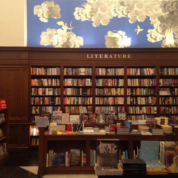 Снимок сделан в Rizzoli Bookstore пользователем Paula L. 9/16/2016