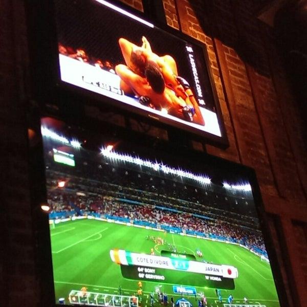 Foto tomada en Red Card Sports Bar por Diego C. el 6/15/2014