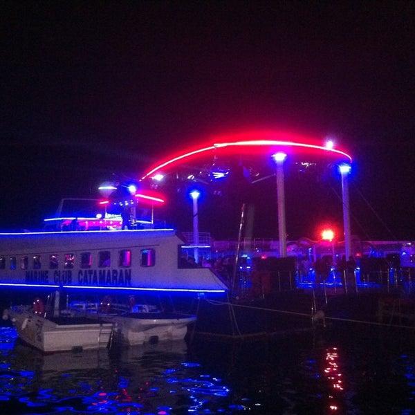 6/26/2013 tarihinde Fcyahsiziyaretçi tarafından Club Catamaran'de çekilen fotoğraf