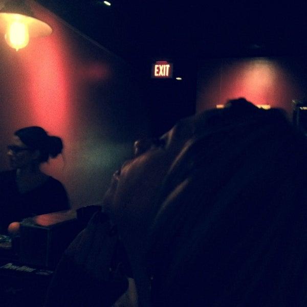11/9/2013 tarihinde Natalia C.ziyaretçi tarafından West Side Lounge'de çekilen fotoğraf