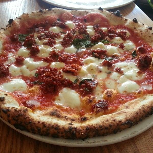 Photo prise au Pizzeria Libretto par Dickson L. le2/18/2013