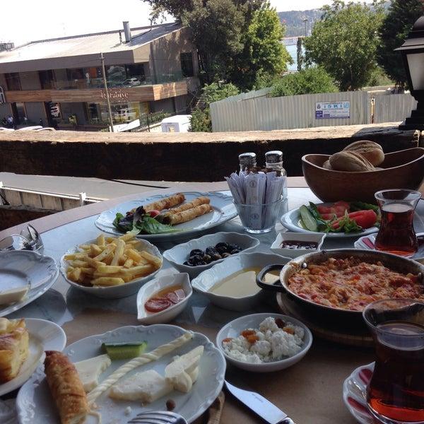 Foto scattata a Anonim Türk Bistro ve Tatlı da Suleyman K. il 8/9/2015
