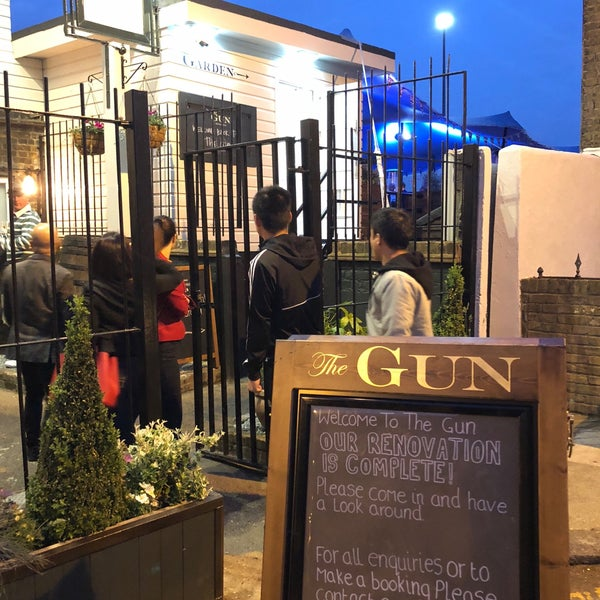 Foto tirada no(a) The Gun por Chris B. em 5/23/2018