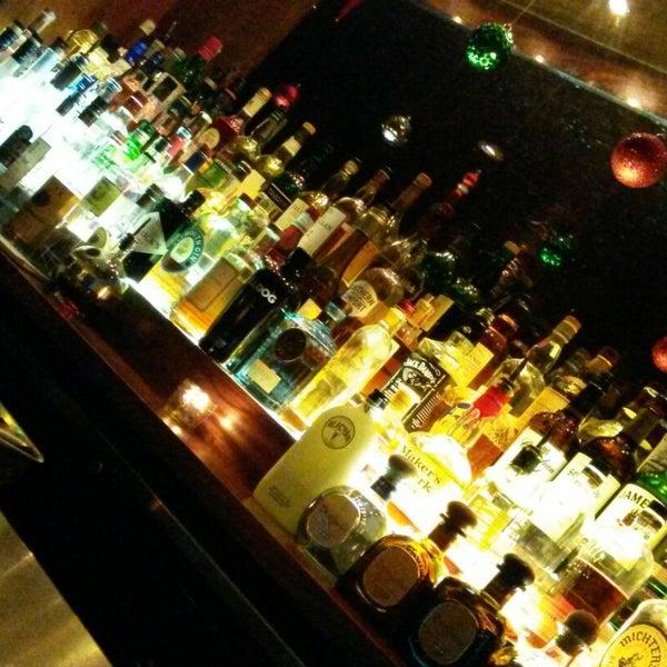Foto tomada en The Stand Restaurant & Comedy Club por Brian B. el 12/13/2014