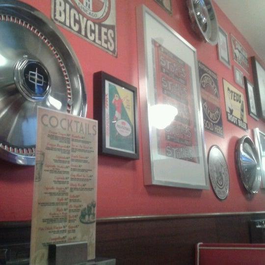 Foto scattata a Bernie's Diner da Josep B. il 3/15/2013