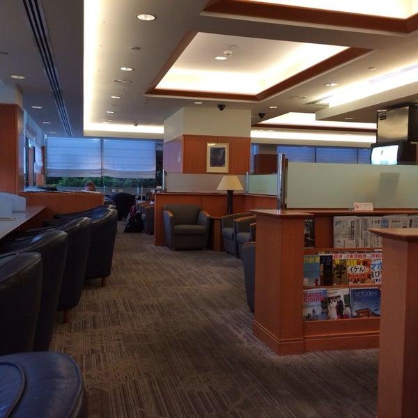 American Airlines Admirals Club Airport Lounge In Honolulu