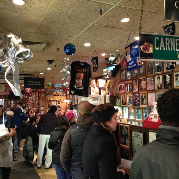 Foto tomada en Carnegie Deli por Josh M. el 12/29/2012
