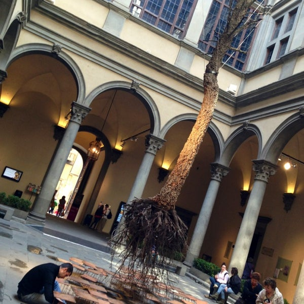 Photo prise au Palazzo Strozzi par InDOMEstico le5/20/2013