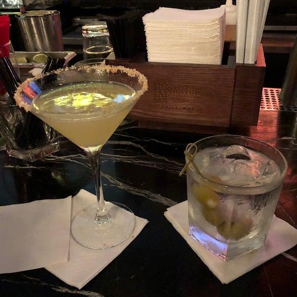 Photo prise au Honu Kitchen And Cocktails par Bruce R. le8/17/2018