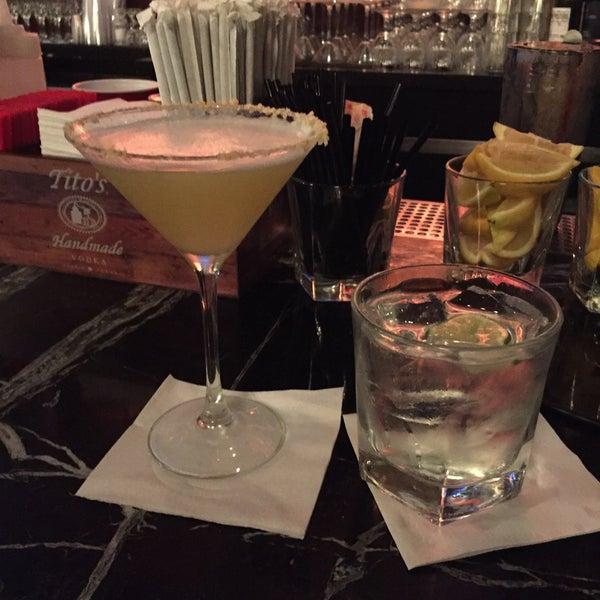 Photo prise au Honu Kitchen And Cocktails par Bruce R. le7/17/2016