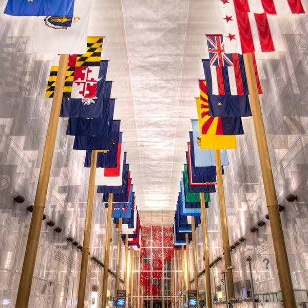 3/26/2013 tarihinde Andy🔥 F.ziyaretçi tarafından The John F. Kennedy Center for the Performing Arts'de çekilen fotoğraf
