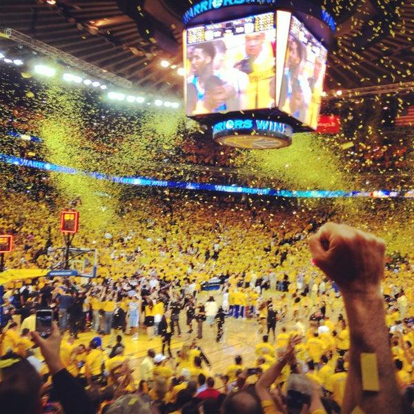 รูปภาพถ่ายที่ Oakland Arena โดย Rosiegirl422 เมื่อ 5/3/2013