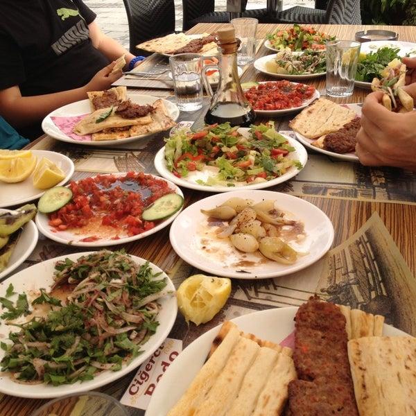 Das Foto wurde bei Ciğerci Ulaş von Oğuz K. am 5/29/2013 aufgenommen