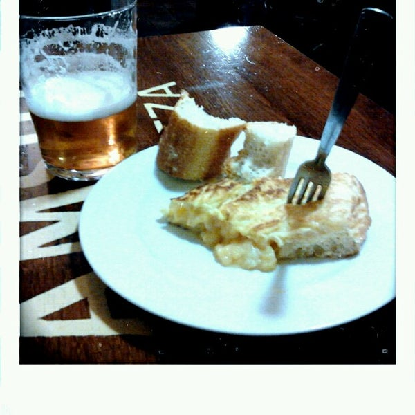 Foto tirada no(a) Bar El Poteo de Sancho (ant. Txiki) por Borja L. em 12/28/2012