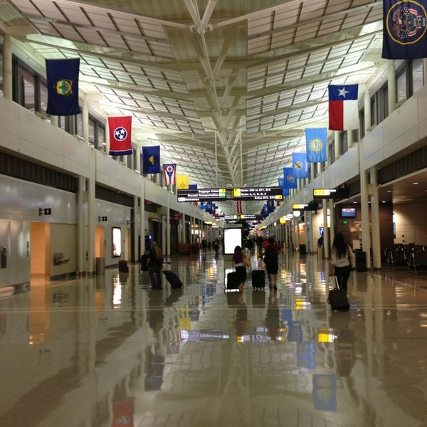Foto diambil di Washington Dulles International Airport oleh Sean S. pada 9/3/2013