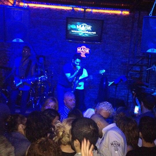 Foto diambil di Mask Live Music Club oleh Ayten pada 11/4/2012