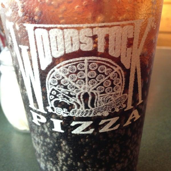 7/15/2013にJoseph B.がWoodstock's Pizzaで撮った写真