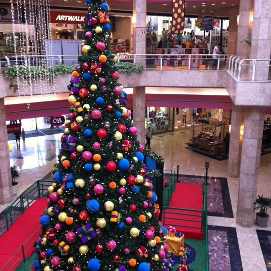 11/27/2012 tarihinde Pâmella F.ziyaretçi tarafından Shopping Center Penha'de çekilen fotoğraf