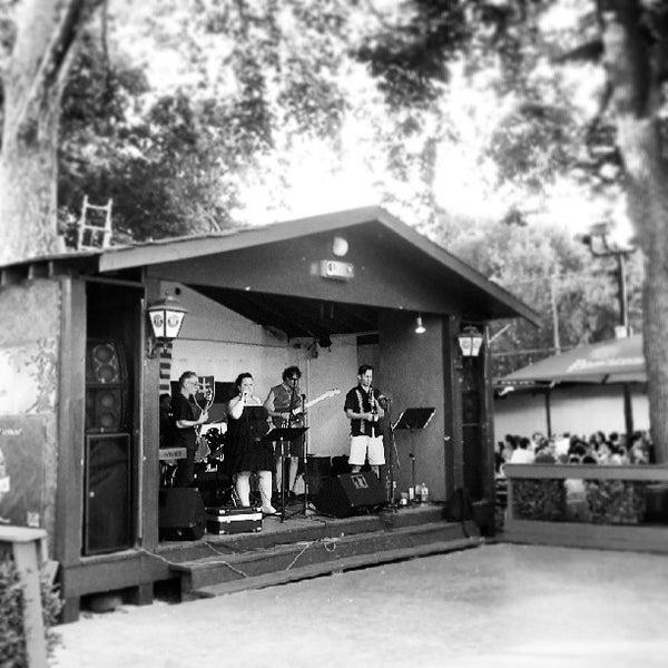 Photo prise au Bohemian Hall & Beer Garden par Ragnarok N. le7/27/2013