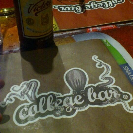 Foto diambil di College Bar oleh Damián pada 6/6/2013