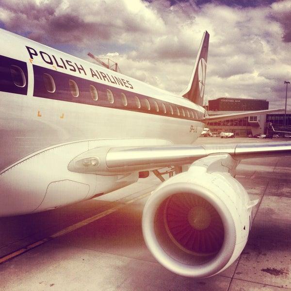 5/26/2013에 Kristina🍒 V.님이 바르샤바 쇼팽 공항 (WAW)에서 찍은 사진
