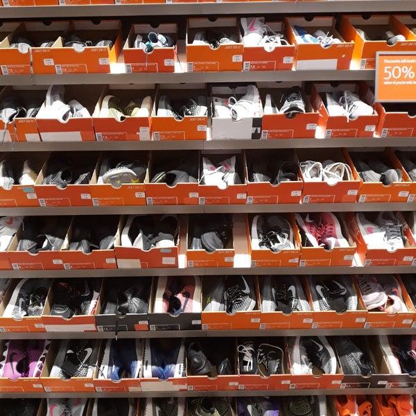 diversos estilos más de moda en pies tiros de Photos at Nike Factory Store - Sporting Goods Shop