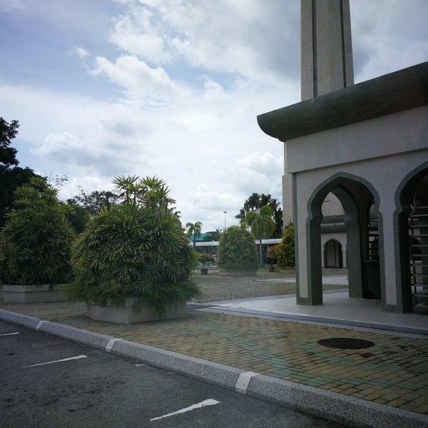 12/16/2017 tarihinde Alex S.ziyaretçi tarafından Masjid Al-Ameerah Al-Hajjah Maryam, Kg Jerudong'de çekilen fotoğraf