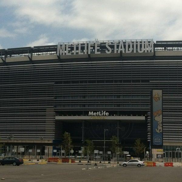 รูปภาพถ่ายที่ MetLife Stadium โดย Ang เมื่อ 7/21/2013