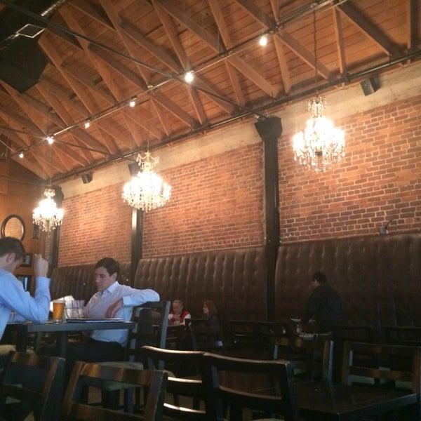 Foto diambil di The Glendon Bar & Kitchen oleh Chris H. pada 2/28/2014